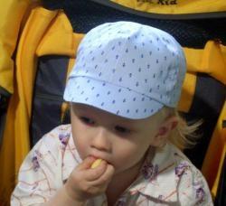 Bebek için bir yaz şapkası dikeriz