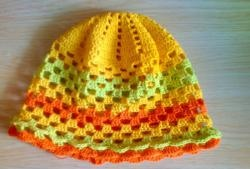 Workshop on knitting ornaments for a summer hat