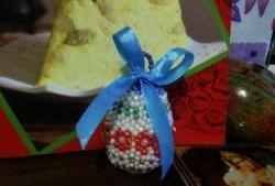Osterei mit Perlen geflochten