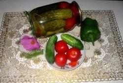Mistrzowskie ogórki konserwowe z pomidorami