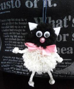 Pisica - o jucărie din fire