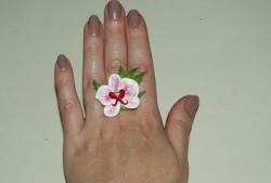Студен порцеланов пръстен с орхидея