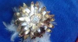 Позлатено кожено цвете
