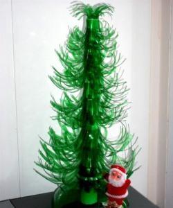Коледно дърво от пластмасова бутилка