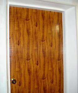 Sửa cửa bằng tấm nhựa PVC