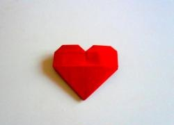 Valentine în formă de inimă făcută din hârtie