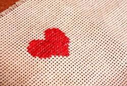 O inimă brodată este o dovadă pasională a iubirii tale!