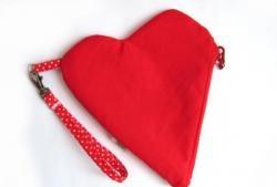 Sevgililer kozmetik çantası dikmek