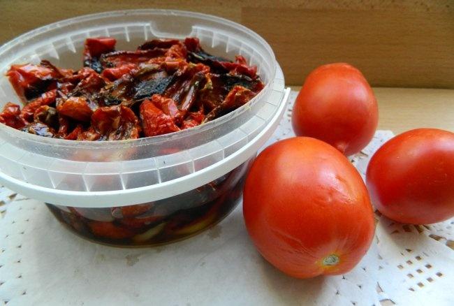 Kış için kurutulmuş domates
