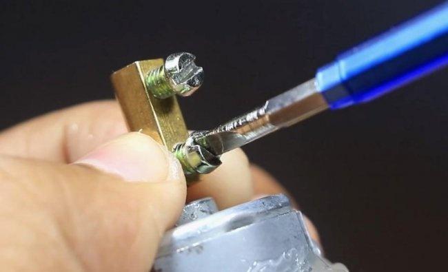 DIY mini wiertarka