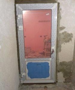 Plastikinių durų montavimas