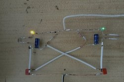 Lumină simplă pentru două LED-uri
