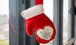 Коледен филц с ръкавица