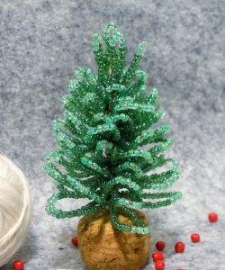 Pomul de Crăciun format din mărgele