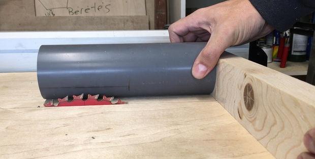 Uchwyt wkrętaka do rur PVC