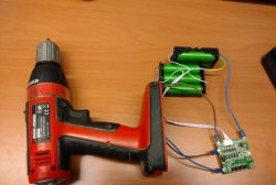 Înlocuirea bateriei cu șurubelniță