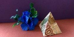 Piramida Origami - model do-it-yourself de la o bancnotă în dolar