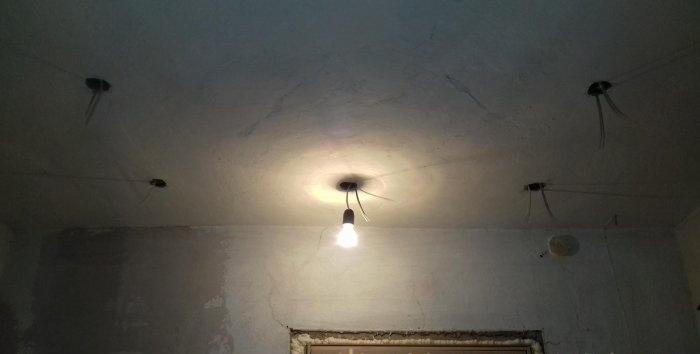 Trang trí trần nhà với giấy dán tường