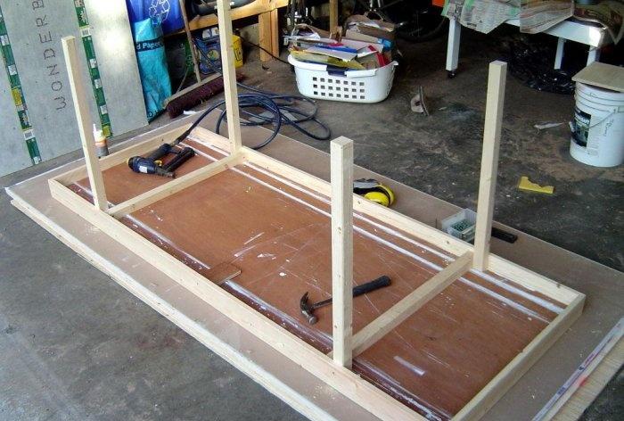 Πώς να φτιάξετε ένα τραπέζι από μια παλιά πόρτα