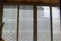 How to quickly close balcony windows with tulle