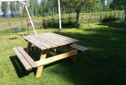 Mesa simples com bancos para o jardim