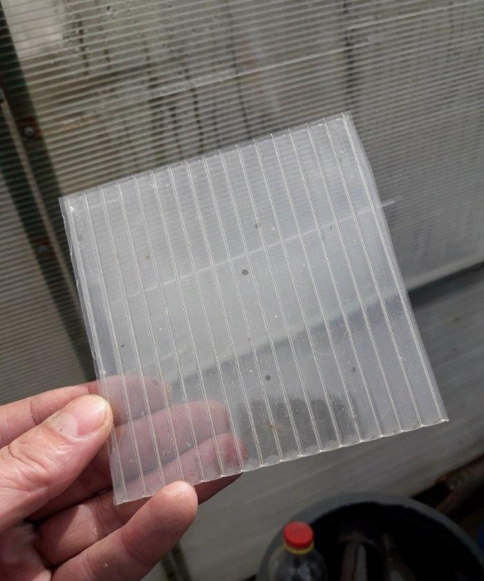 Πώς να τοποθετήσετε μια τρύπα σε ένα πολυανθρακικό θερμοκήπιο