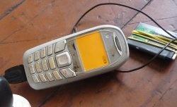 Cum să încarci o baterie moartă cu un alt telefon
