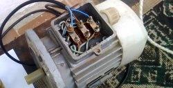 Start af en trefaset motor fra et enfaset netværk uden kondensator