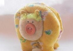 Cum să creezi o jucărie moale de porc galben pentru Anul Nou
