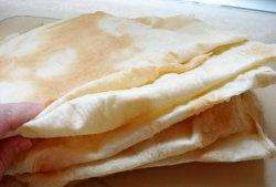 Λεπτό αρμένικο ψωμί πίτας στο φούρνο