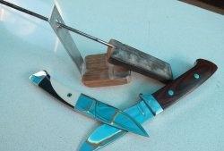 Ein einfaches Werkzeug zum Schärfen von Messern in einem festen Winkel