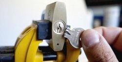 Πώς να αφαιρέσετε ένα τσιπ κλειδιών από την κλειδαριά