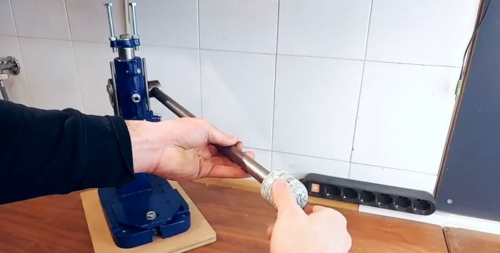 Tecnologia doméstica que fabrica alças de plástico reciclado