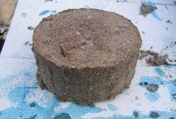 Produção de briquetes de combustível a partir de serragem e papel