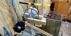 Mechanical drive for sledgehammers
