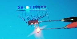 As luzes de execução mais simples em apenas um chip sem programação