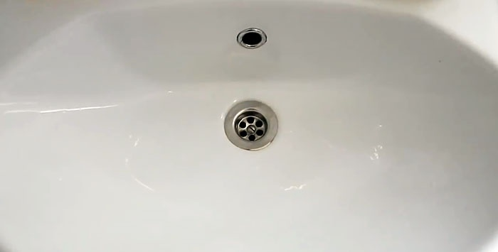 Πόσο καιρό το νερό αφήνει το νεροχύτη; Καθαρίστε το μπλοκάρισμα σε 5 λεπτά