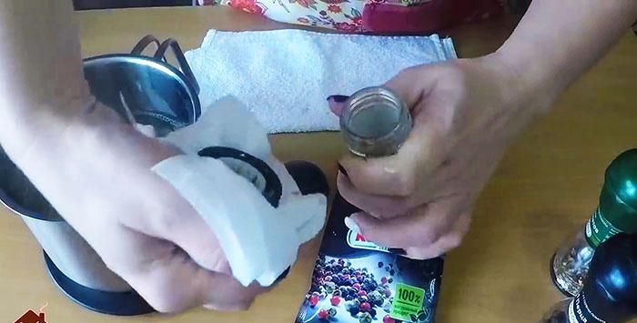 Πώς να ξαναγεμίσετε ένα μύλο μίας χρήσης με μπαχαρικά