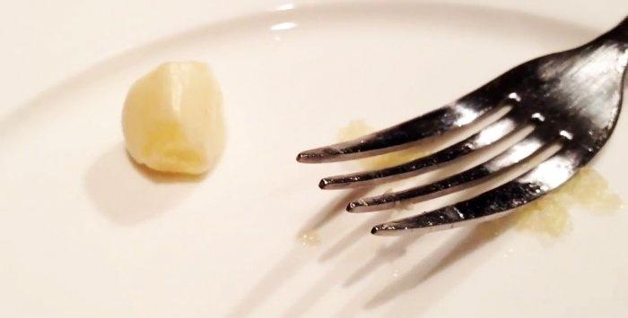 Ο θραυστήρας σκόρδου δεν χρησιμοποιεί πλέον το χρήσιμο τέχνασμα για το ψήσιμο του σκόρδου