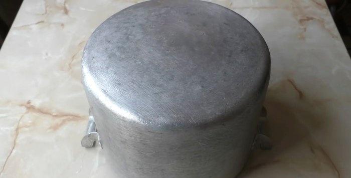 Πώς να καθαρίσετε εύκολα ένα βρώμικο τηγάνι από αιθάλη