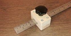 Um medidor de superfície de marcação caseiro é uma coisa indispensável para um carpinteiro, carpinteiro e outros