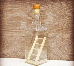 Cum să pui o scară într-o sticlă