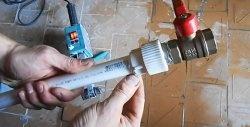 Cum se lipeste o țeavă din polipropilenă atunci când curge apa
