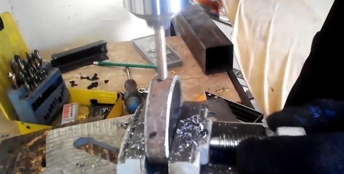 How to quickly make a bearing housing out of a pipe