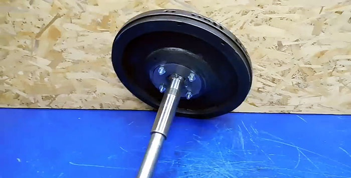 Wood splitter from an old flywheel and a washing machine engine