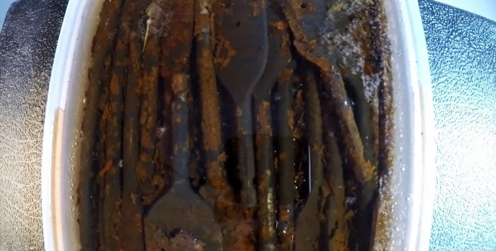 Un mod elementar de a restabili un instrument ruginit care nu a fost folosit de mult timp