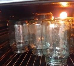Cum sterilizați conservele în cuptor - economisiți timp și resurse