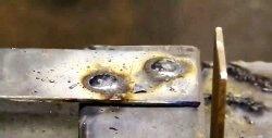 Racordarea metalului cu niturile