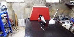 Despicător de lemn dintr-o volantă veche și un motor de mașină de spălat