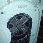 Задният капак на пералнята се сваля